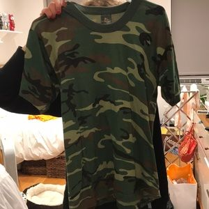 Tops - Super thin vintage camo t shirt!